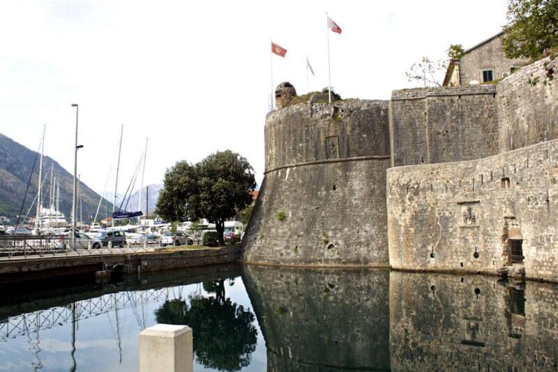 Стены крепости Старого города Котор