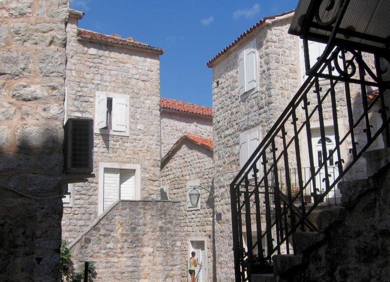 Жилые кварталы старого города будва