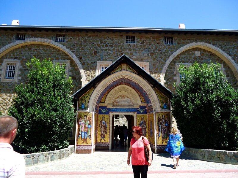 Центральный вход Киккос Кипр