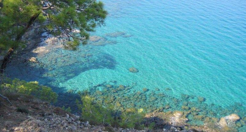 Прозрачные воды Средиземного моря Кипра