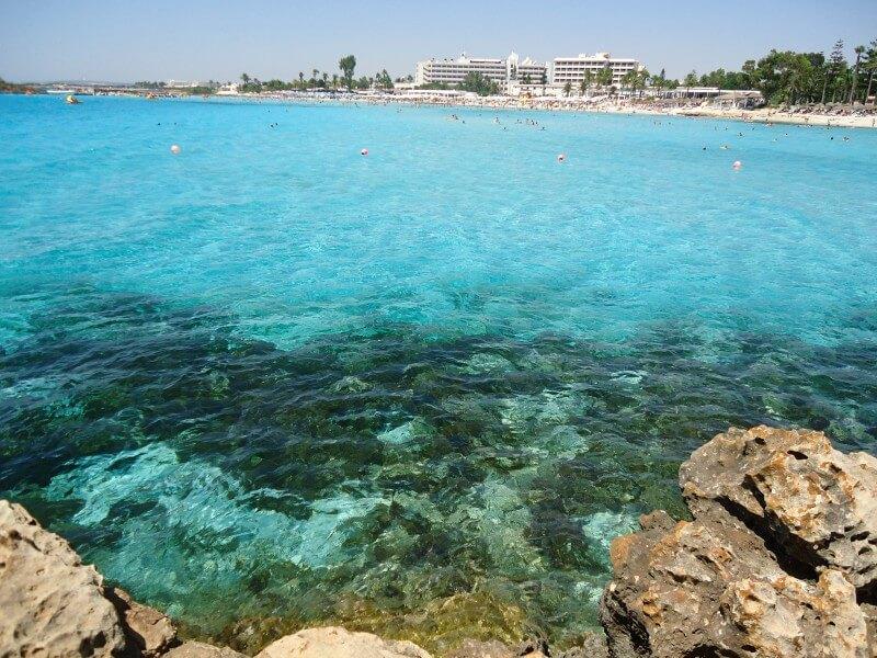 Чистейшие воды бухты Нисси Айя-напа Кипр