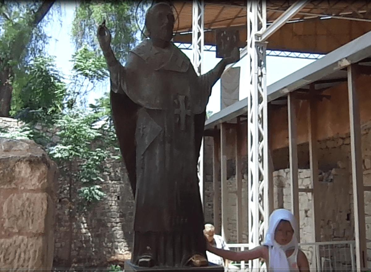 статуя Николая Чудотворца