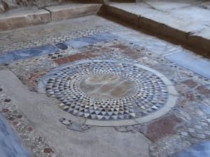 мозаика на полу в церкви Николая Чудотворца