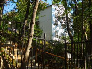 гостиница Чайка в лесу Туапсе