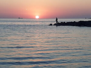 на закате Черное море